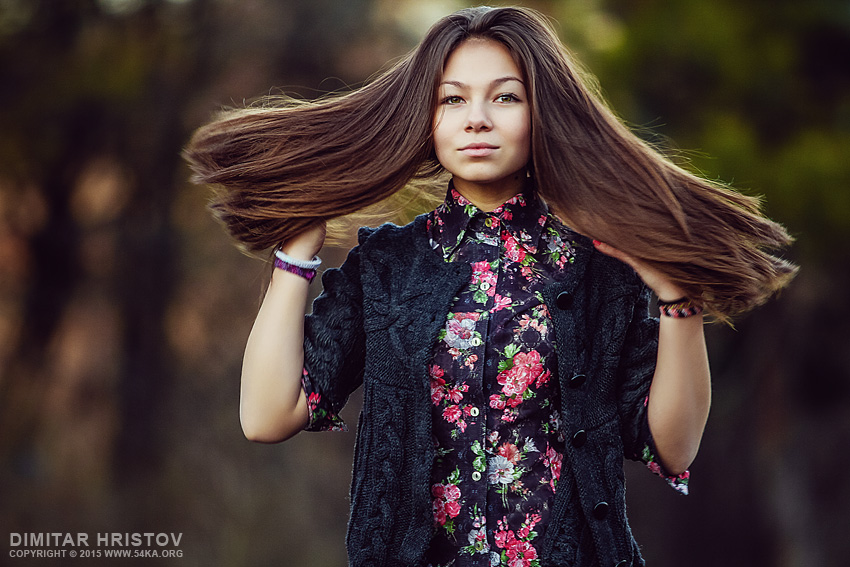 Young girl fashion portraits in an outdoor park photography portraits fashion  Photo