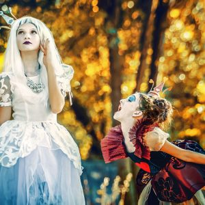 The White Queen and The Angry Queen of Hearts – Alice in Wonderland