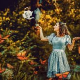 Alice and the kettle – Alice in wonderland