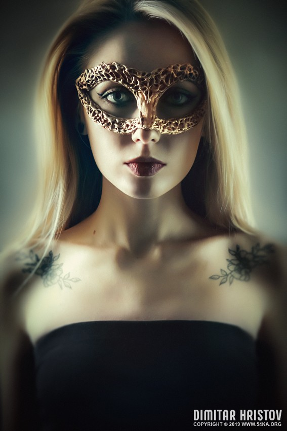 Beautiful woman portrait with gold venetian mask photography venetian eye mask portraits featured fashion  Photo