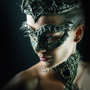 Dragon eye – Girl with mask