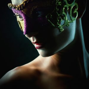 Woman with mask – Strobist portrait